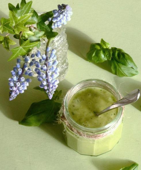 Basilika- och honungdressing