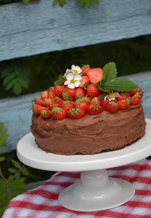 Chokladtårta med jordgubbar