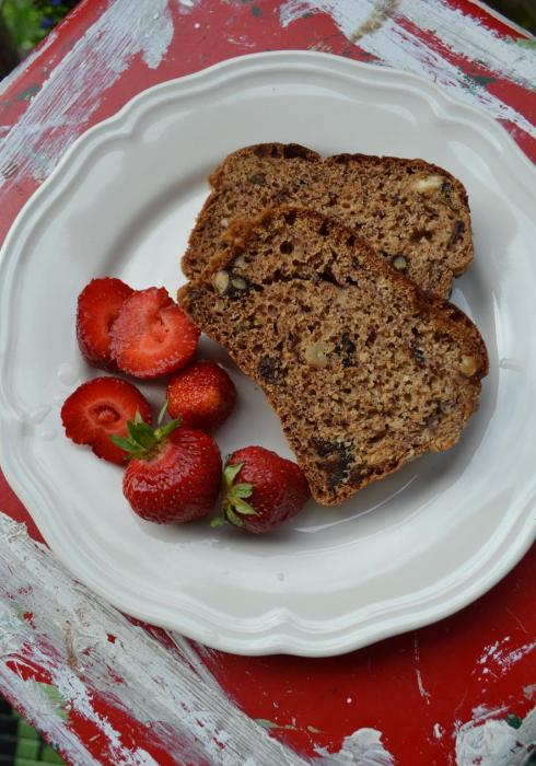 Caribbean banana and nut bread