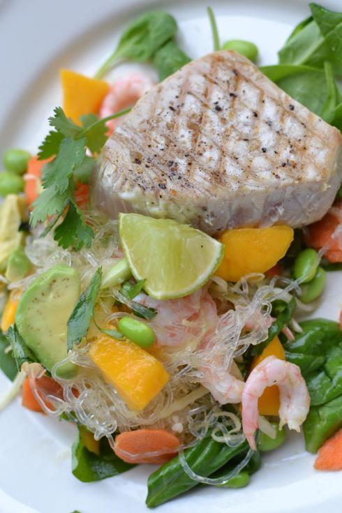 Grillad tonfisk med nudelsallad