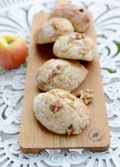 Äppel- och valnötsbröd